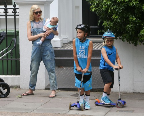 51484805 Singer Gwen Stefani and her husband, singer Gavin Rossdale, take their three sons Kingston, Zuma and baby Apollo, for a fun family day at Regent's Park in London, UK on July 22, 2014. The boys rode their scooters, rowed in the lake, had fun in the playground and were treated with ice cream. Singer Gwen Stefani and her husband, singer Gavin Rossdale, take their three sons Kingston, Zuma and baby Apollo, for a fun family day at Regent's Park in London, UK on July 22, 2014. The boys rode their scooters, rowed in the lake, had fun in the playground and were treated with ice cream. Pictured: Gwen Stefani, Apollo Rossdale, Kingston Rossale, Zuma Rossdale FameFlynet, Inc - Beverly Hills, CA, USA - +1 (818) 307-4813 RESTRICTIONS APPLY: USA ONLY